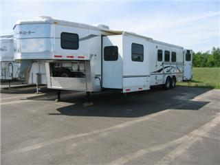 Bison Living Quarter Horse Trailers